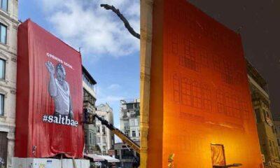 İBB, tarihi binaya asılan Nusret posterini kaldırdı