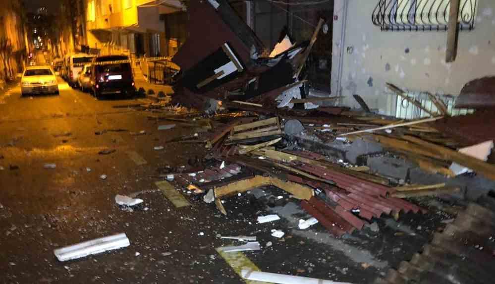 İstanbul'da fırtına: Çatılar uçtu, balkonlar çöktü