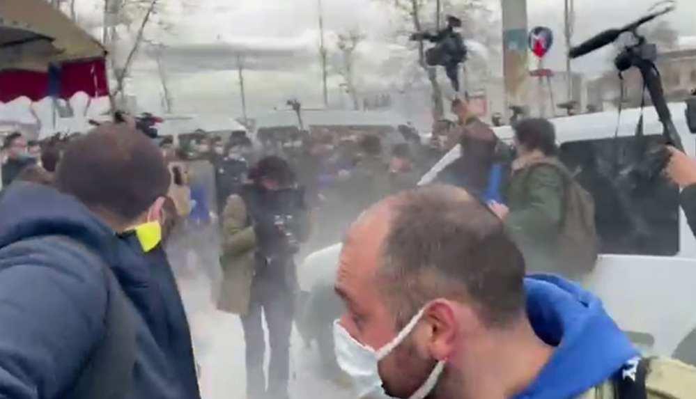 Kadıköy'de biber gazlı, plastik mermili müdahale!