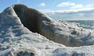 Kazakistan'da 'buz volkanı' oluştu