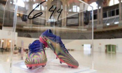 Lionel Messi, rekor kıran kramponlarını kanser hastası çocuklar için bağışladı