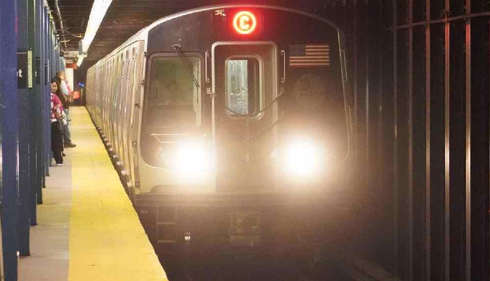 """Metroda dilencinin saldırısına uğradı: """"Bebeğime defalarca yumruk atılırken hiç kimse yardım etmedi"""""""