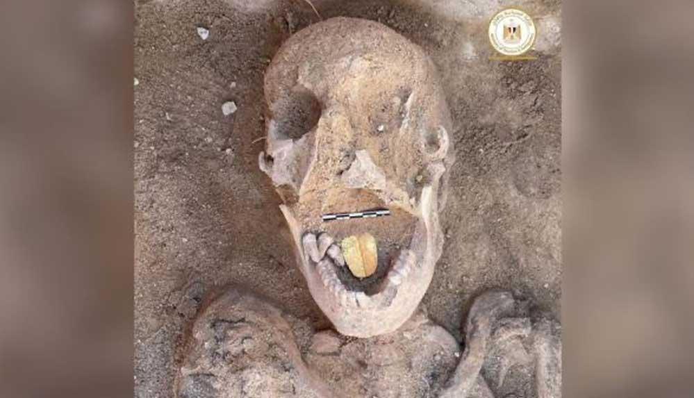 Mısır'da 2 bin yaşında altın dilli mumyalar bulundu