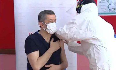 Öğretmenlerin aşılanmasına başlandı: Milli Eğitim Bakanı Ziya Selçuk da ilk doz aşısını oldu