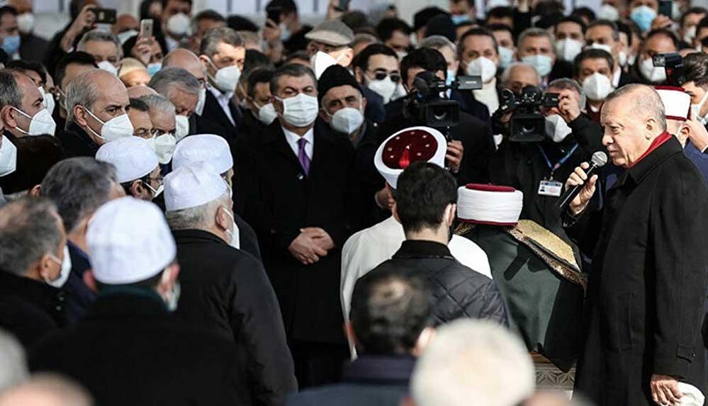 Sağlık Bakanı Koca, cenazedeki kalabalık görüntülerle ilgili özür diledi