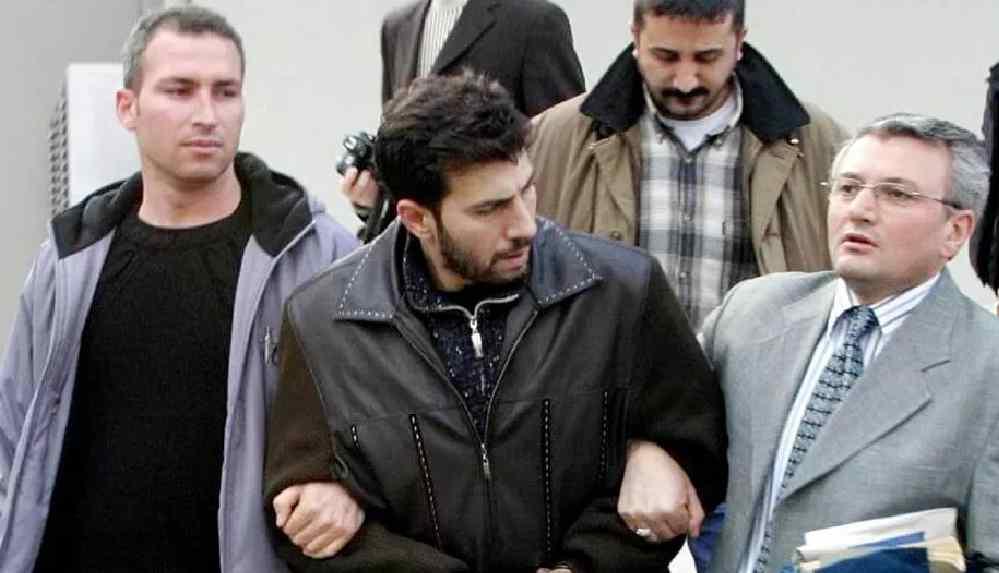Sevgilisini 46 yerinden bıçaklayarak öldüren müzisyen Murat Şenpınar cezaevinde hayatını kaybetti