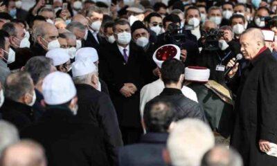 Sosyal mesafesiz ve kalabalık cenazeye büyük tepki