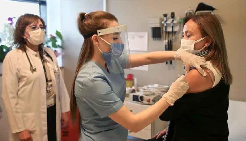 Türkiye'de 2 milyon kişiye koronavirüs aşısı yapıldı