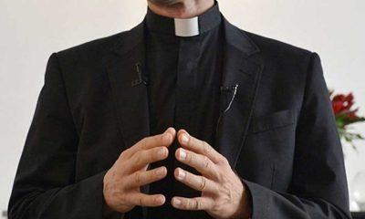 Polonya'da rahip skandalı! Soyunma odasında gizli kamera kaydetmiş