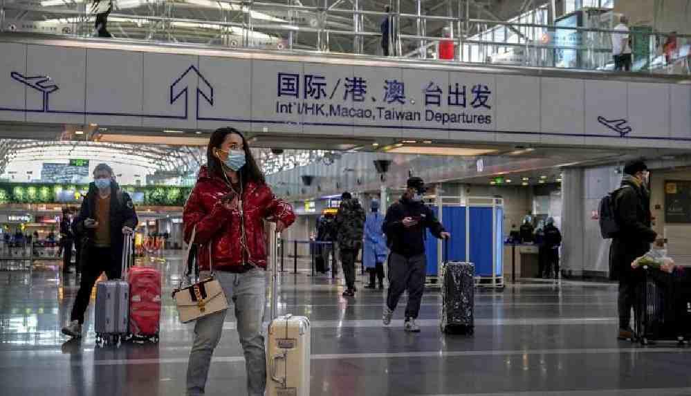 Çin, ülke dışından gelenlere de anal Covid-19 testi uygulanacak