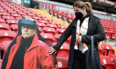 Galatasaray-Rizespor maçında Rasim Öztekin'in dev fotoğrafı tribündeki koltuğunda!