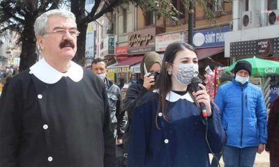"İyi Parti'liler okul önlüğü giydi, ""Öğrenci Andı"" kararını protesto etti"
