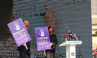 Kadın cinayeti kurbanlarının isimleri Turgutlu'da tribünlere asıldı