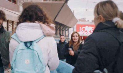 """Kanal D'nin yeni dizisi Camdaki Kız'da """"Love Erdoğan"""" reklamı dikkat çekti"""