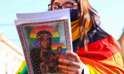 Polonya'da Meryem Ana'yı LGBTİ+ sembolüyle tasvir edip yargılanan aktivistler beraat etti