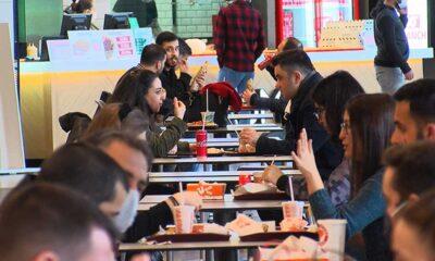 Restoranlar açıldı, AVM'lerin yemek katları doldu: Oturarak yemek mutluluk