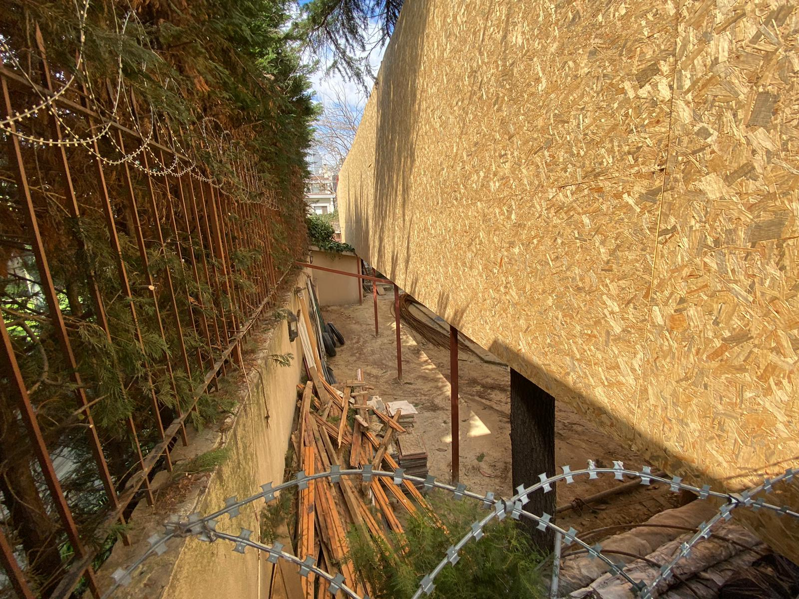 Sosyetik dişçi Emek Külür'ün Levent'teki kaçak inşaatına Beşiktaş Belediyesi'nden mühür