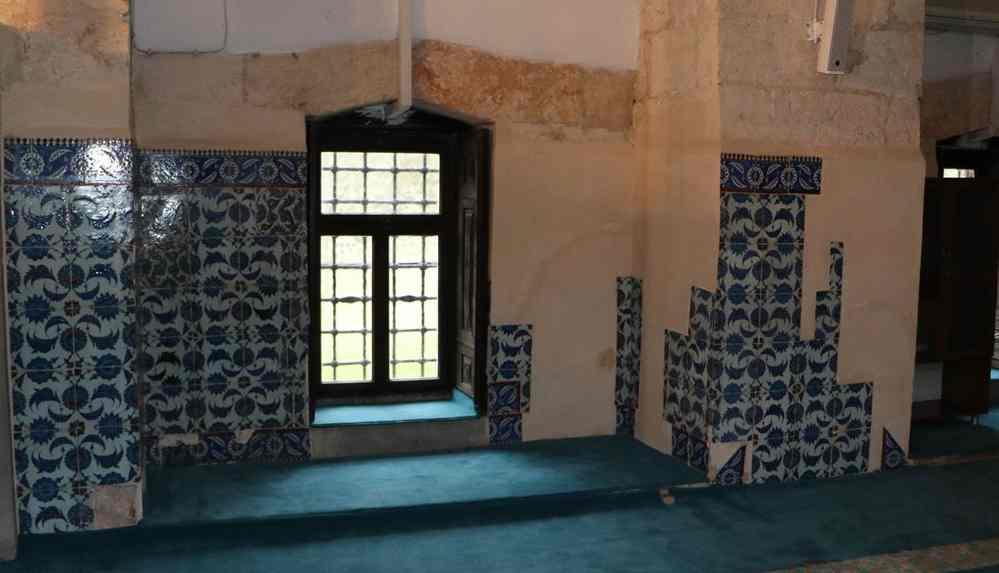 Adana Ulu Camii'nin kayıp çinileri Londra'da oraya çıktı