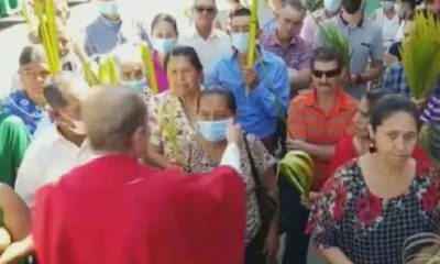 Ayin sırasında katolik rahipten skandal istek