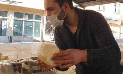Denizlili peynirci: Beş kişilik aileler 100 gram peynir alıyor, bir lokmalık