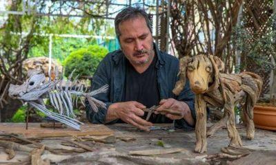 Doğadan topladığı tahta parçalarıyla heykel yapıyor