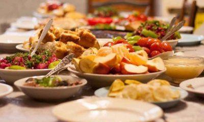 Dört kişilik mükellef bir iftar sofrası 410-630 lira arasında kuruluyor