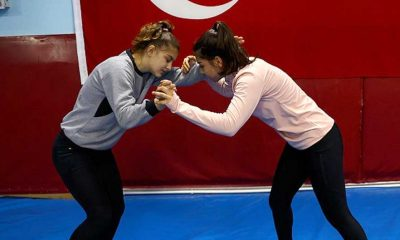 """Edirneli milli güreşçiler """"Kızlar güreş yapamaz"""" diyenlere inat Avrupa Şampiyonasına hazırlanıyor"""