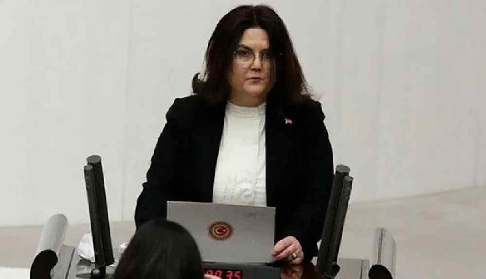 KESK'li kadınlardan, 'kadına yönelik şiddet tolere edilebilir' diyen Bakan Derya Yanık'a istifa çağrısı