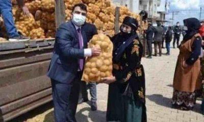 Hilvan Kaymakamı Doğan'ın patates çuvalı ile 'poz'u tepki çekti