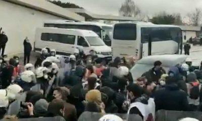 Migros depo işçileri, patron Tuncay Özilhan'ın evinin önünde darp edilerek gözaltına alındı