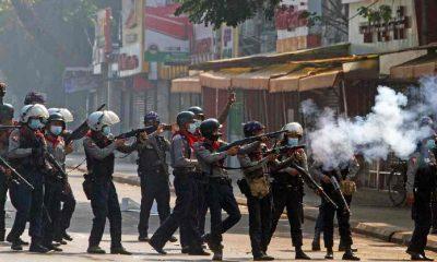 Myanmar'da ordu 20 protestocuyu daha öldürdü, 19 kişiye idam cezası verdi