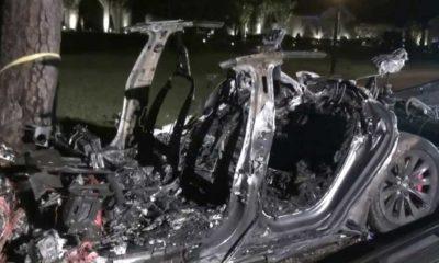 Sürücüsüz Tesla aracı kaza yaptı 2 kişi hayatını kaybetti