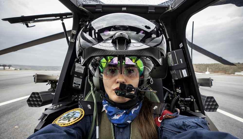 Türkiye'nin ilk kadın taarruz helikopter pilotu