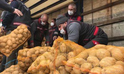 Üreticiden alınan patates ve soğanlar ücretsiz dağıtılmaya başlandı