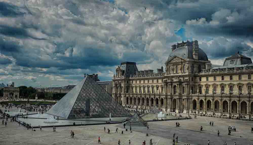 228 yıllık Louvre Müzesi'ni ilk kez kadın yönetecek