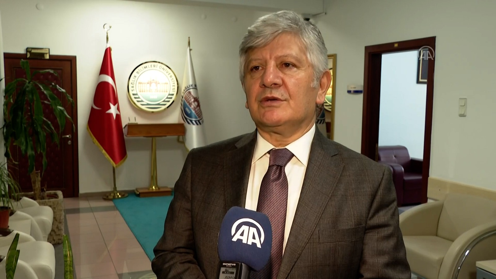 """Prof. Dr. Kemalettin Aydın: """"Aşılamayı halledersek hazirandan sonra çok rahatlarız"""""""