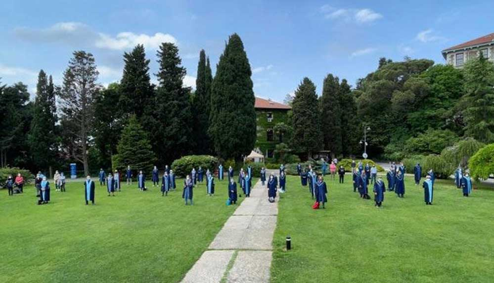 Boğaziçi Üniversitesi'nde akademisyenlerin nöbeti sürüyor