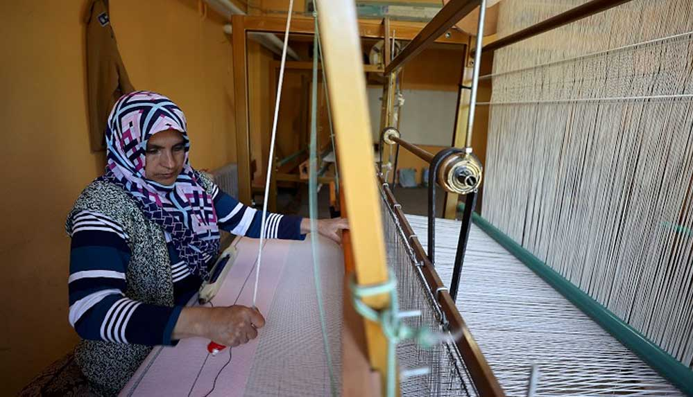 Bursa'nın dağ ilçelerinde geleneksel yöntemlerle dokunan kumaşlar rağbet görüyor