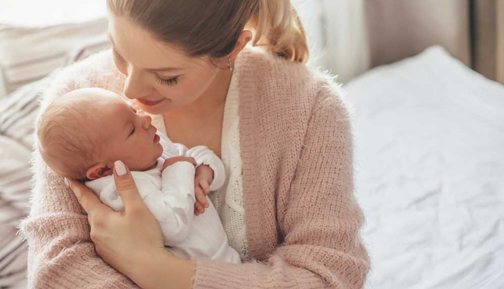 Covid-19 bebeklerde de görülüyor. Emziren anne, baba ya da bebek Covid pozitif ise!