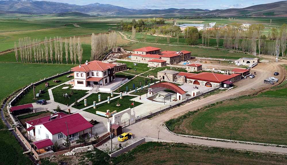 Doğup büyüdüğü köye müze yaptırdı, Avrupa'nın en prestijli ödüllerinden birini aldı