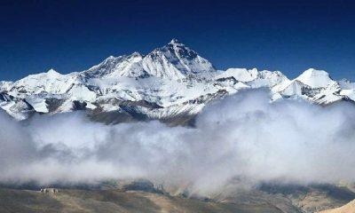 Everest'e tırmanan iki dağcı yorgunluktan yaşamını yitirdi