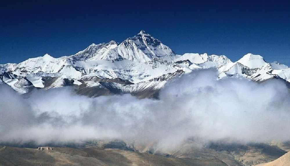 """Everest'e çıkan """"en yaşlı Amerikalı"""" ile """"dağın en hızlı kadın tırmanıcısı"""" zirveden indi"""