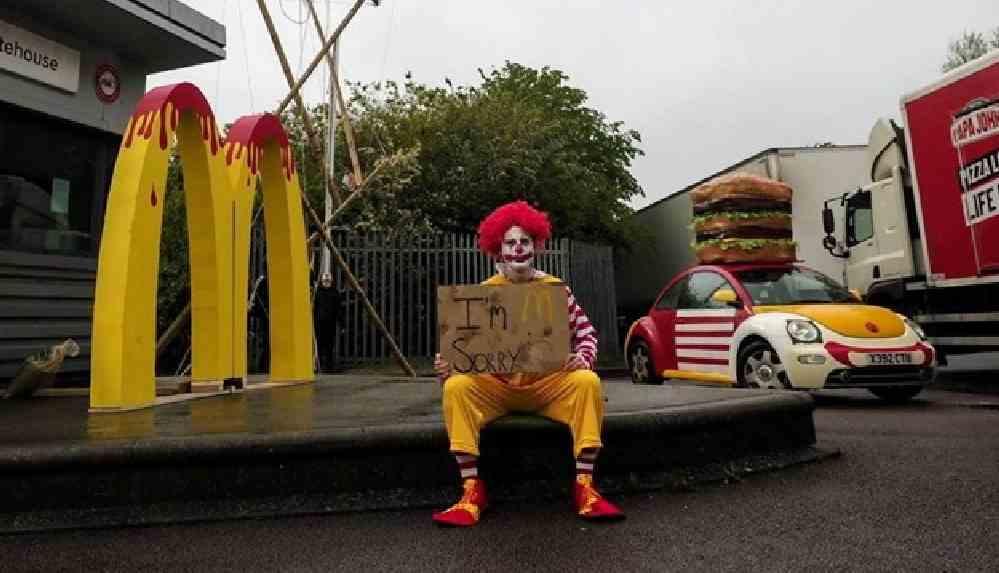 Hayvan hakları savunucuları ülkedeki 1300 McDonald's restoranına ürün dağıtımını engelledi
