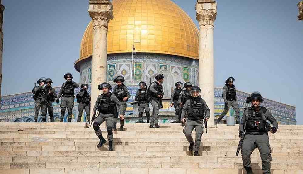 İsrail polisi, Mescid-i Aksa'da ses bombalarıyla saldırdı
