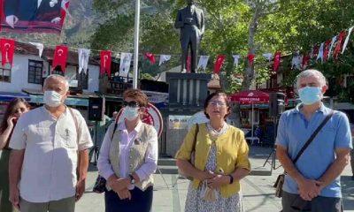 Kaş Cumhuriyet Meydanı'nda yurttaşlardan '19 Mayıs' isyanı