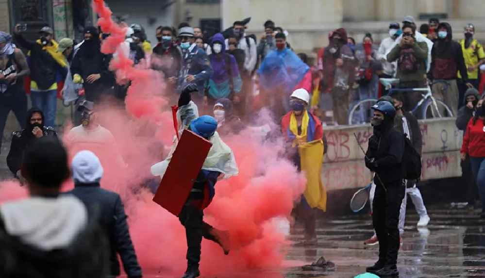 Kolombiya'daki vergi reformu karşıtı gösterilerde hayatını kaybedenlerin sayısı 26'ya çıktı