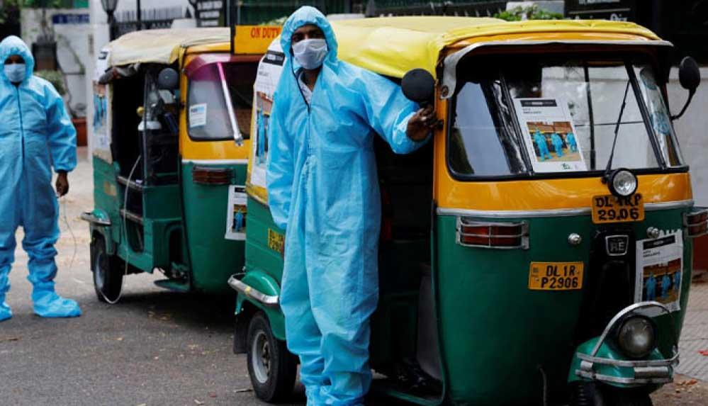 Sağlık sistemini felce uğrayan Hindistan'da meşhur çekçekler ambulansa dönüştü