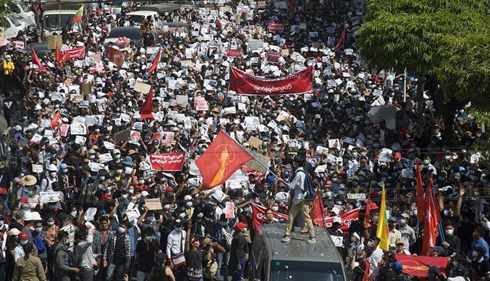 Myanmar'da ordunun saldırıları sonucu 90 bin kişi yerinden oldu