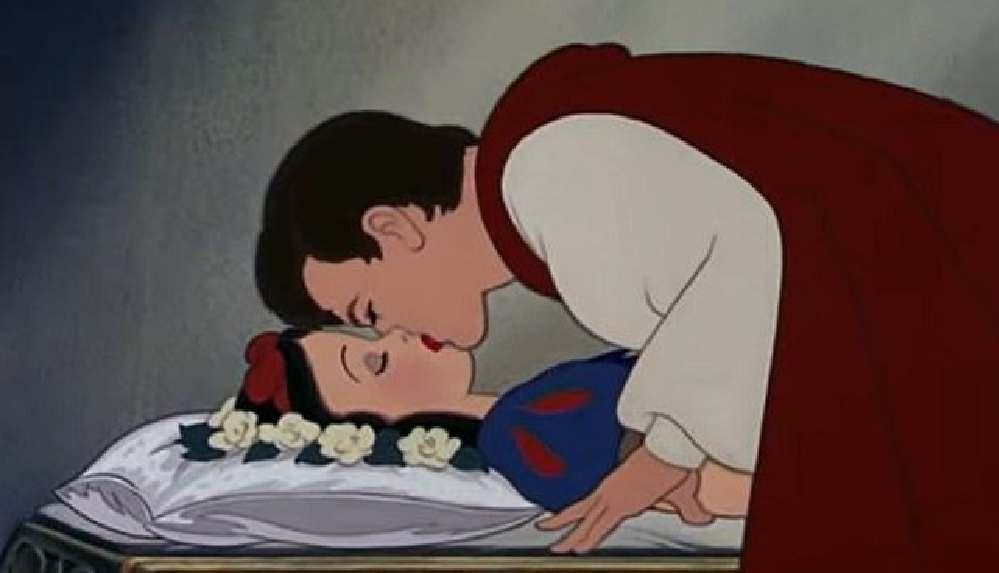 Pamuk Prenses'i öpme sahnesine cinsel saldırı itirazı!