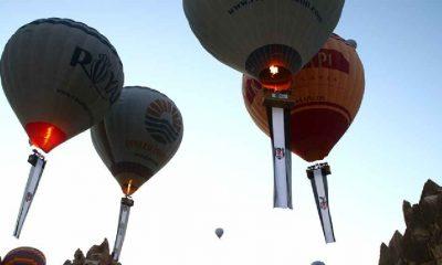 Şampiyonluğunu kutlayan Beşiktaş'ın bayrakları Kapadokya semalarında
